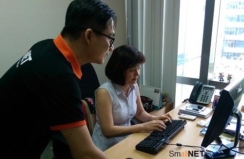Chuyên viên IT SmallNET hỗ trợ người dùng dịch vụ IT và quản trị hệ thống
