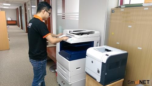 Chuyên viên IT SmallNET quản trị trang thiết bị văn phòng